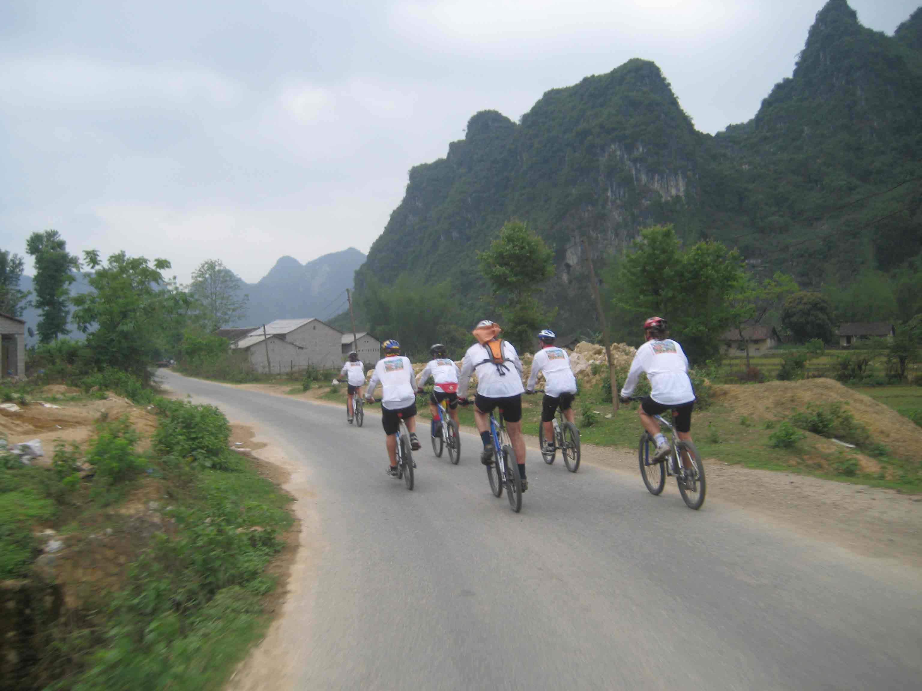Mai Chau-Ninh Binh-Halong Bay 7D/6N