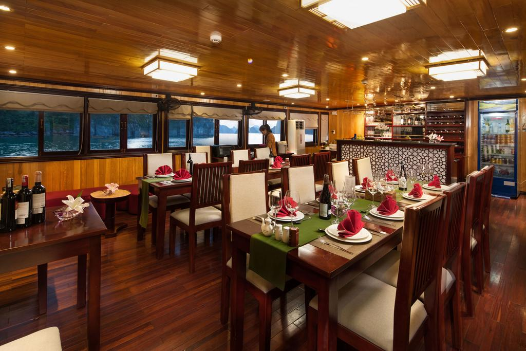 Garden Bay Luxury Cruise